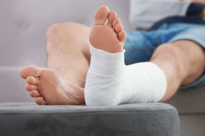 Injury caused by a nail claims guide